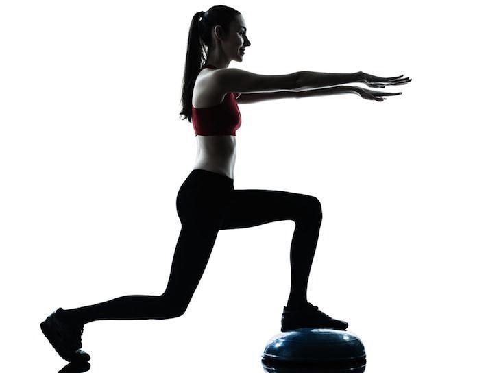 ćwiczenia równoważne na piłce bosu