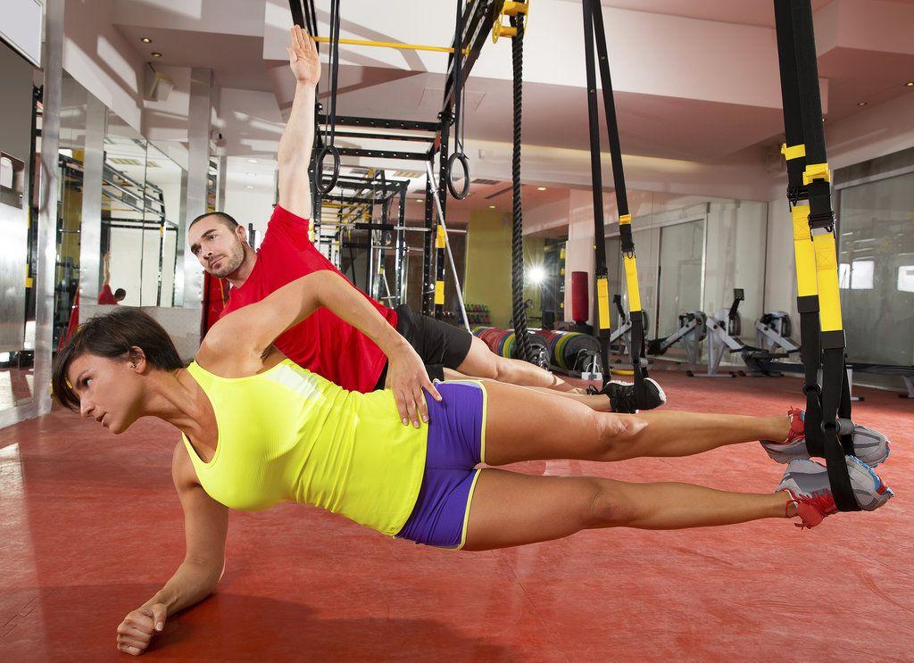 ćwiczenia z oporem własnego ciała z wykorzystaniem taśm trx