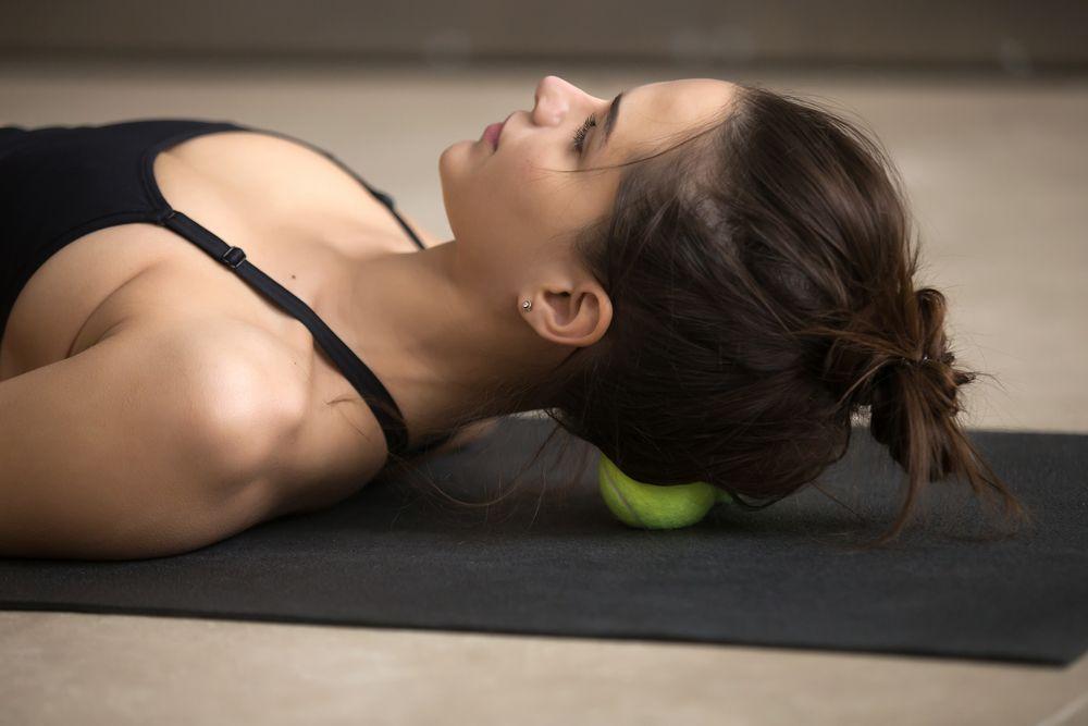 rolowanie mięśni podpotylicznych
