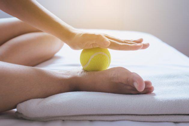 masaż rozcięgna podeszwowego