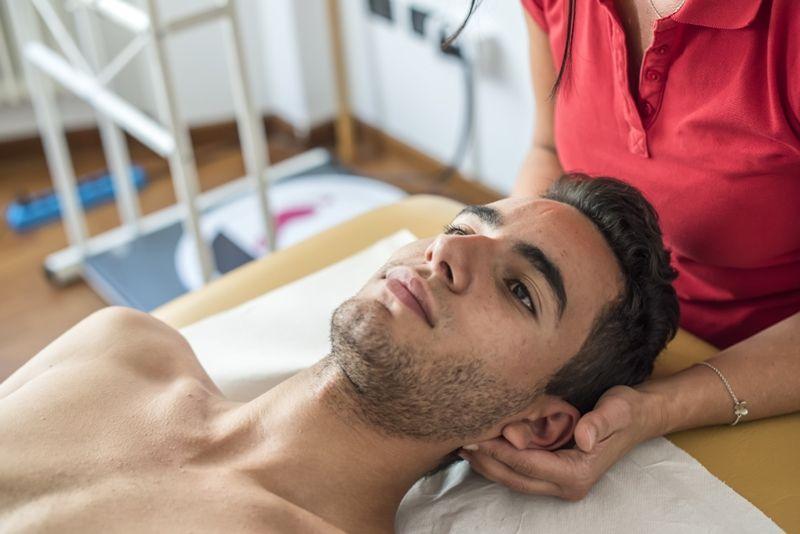 masaż tkanek głębokich - mięśnie podpotyliczne
