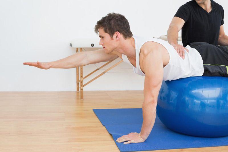 ćwiczenia fizjoterapeutyczne z piłką fitness