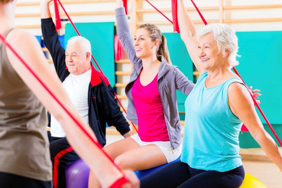 kinezyterapia - ćwiczenia w grupie