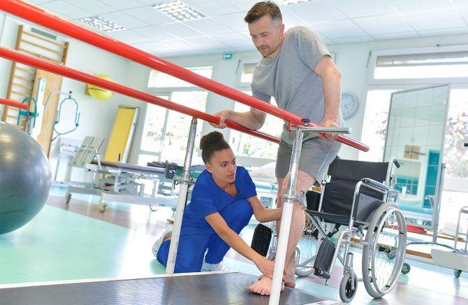 nauka - reedukacja chodu przy poręczach z fizjoterapeutą