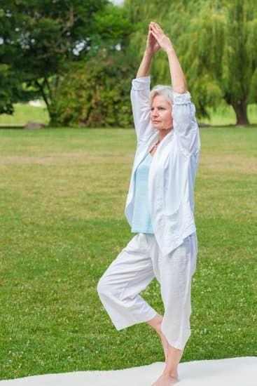 joga - ćwiczenia osób starszych