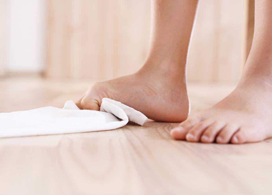 ćwiczenia na stopę płasko-koślawą